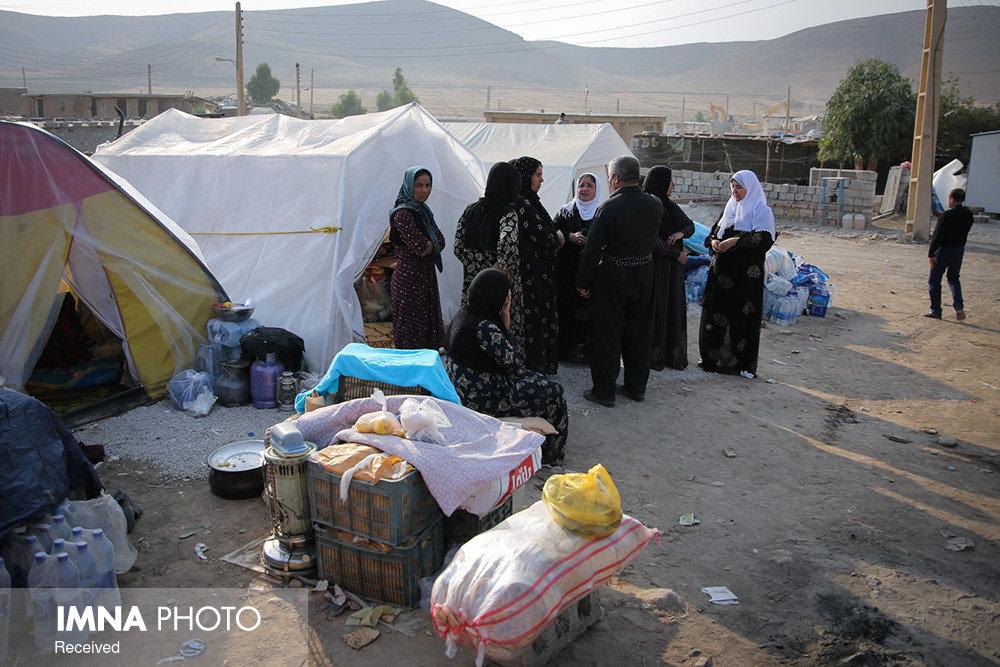 استقرار ۳۱۵ از زلزلهزدگان آذربایجان شرقی در چادر