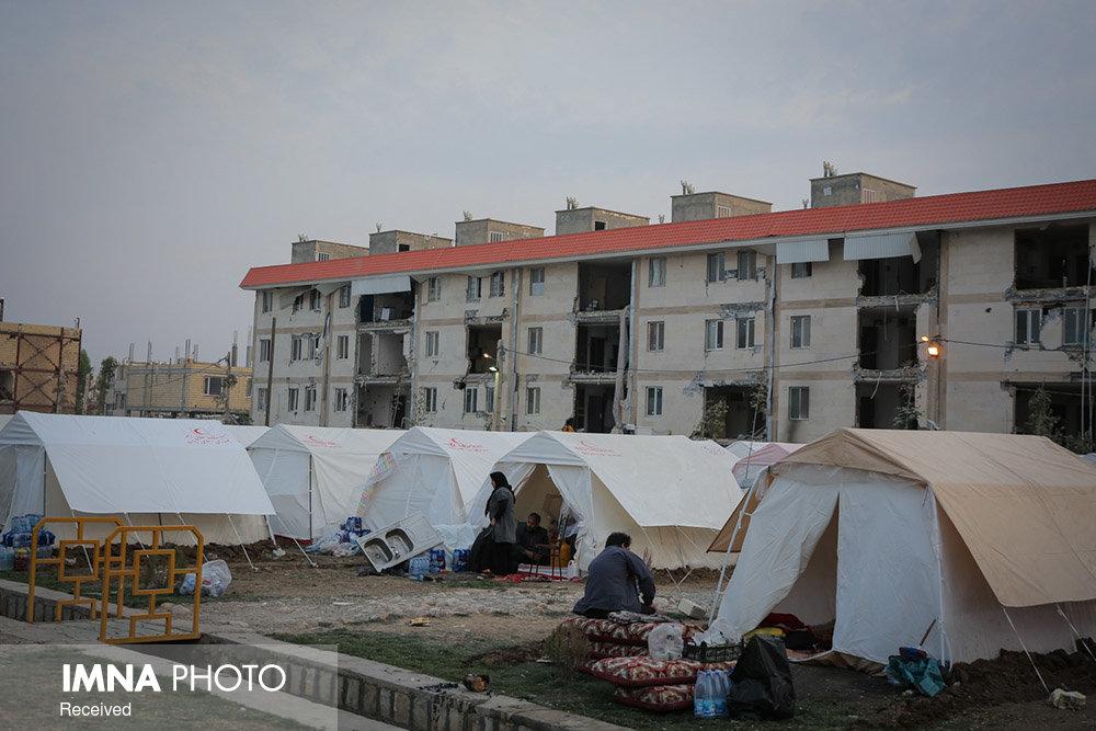 ۵۸۰ بخاری برقی بین زلزله زدگان آذربایجان شرقی توزیع شد