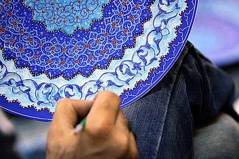 Economic recession taken life of Persian enamel art