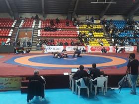 مسابقات کشتی آزاد قهرمانی کشور در اصفهان آغاز شد