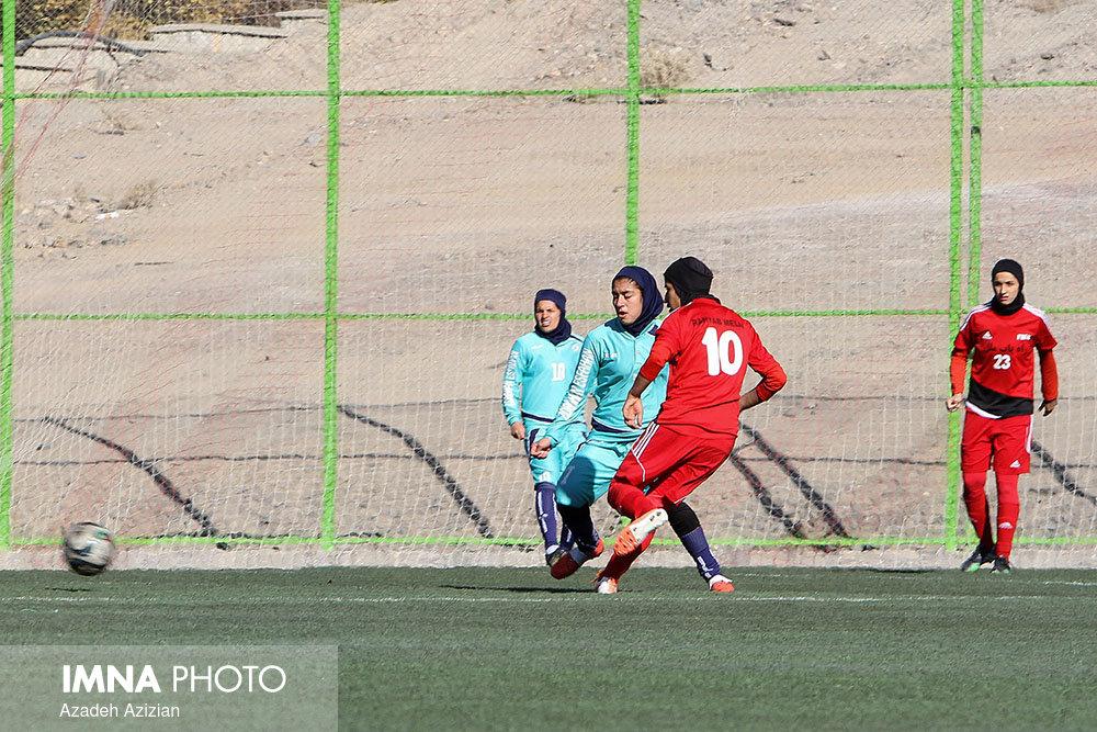 شهرداری سیرجان و وچان کردستان از گروه دوم به مرحله دوم صعود کردند