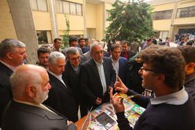 بازدید وزیر علوم و فناوری از شهرک علمی و تحقیقاتی اصفهان