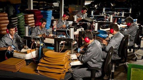 بیانیه ۱۵۲ نفر از نمایندگان در ضرورت حمایت از تولیدات داخلی
