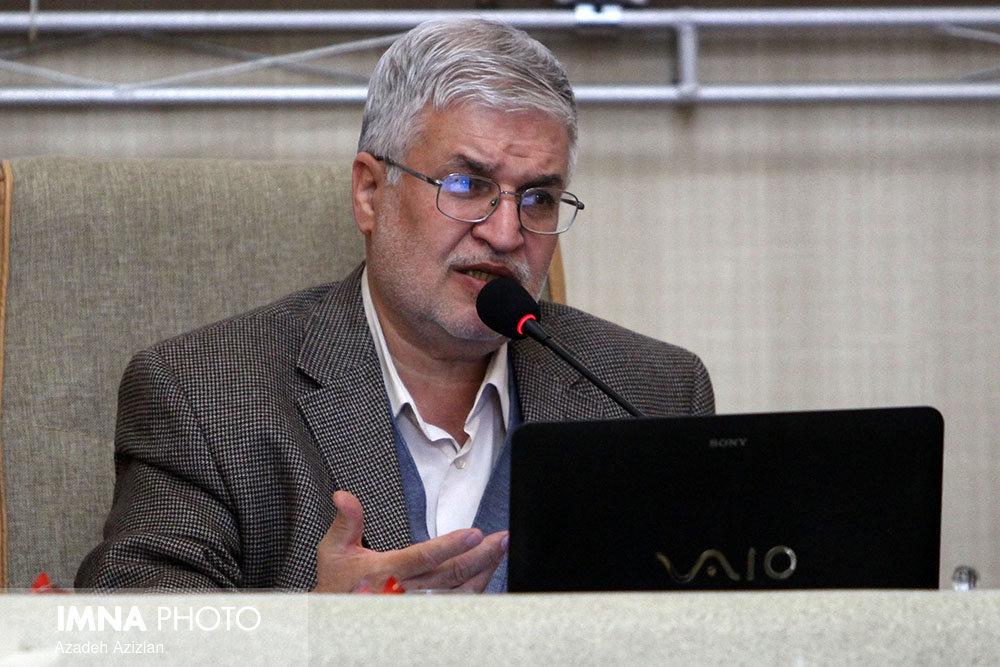 علوم پزشکی استاندار اصفهان را برای تعطیلی شهر توجیه کند
