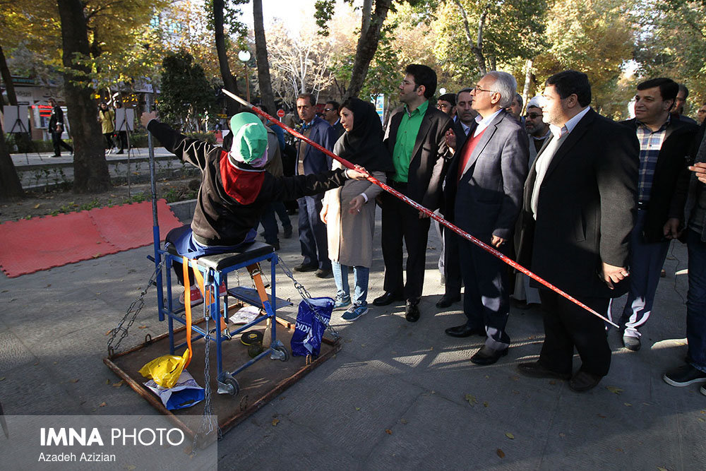 Isfahan mayor visits exhibition of the disabled persons in Isfahan Province