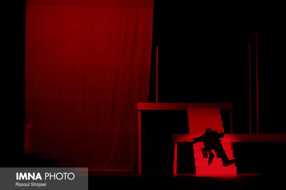 تحمل رنج برای اوج گرفتن تئاتر در شهر