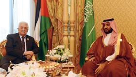 درخواست محمد بن سلمان از عباس برای فاصله گرفتن از حزبالله و حمایت از «طرح صلح» آمریکا