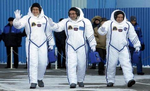 """سرنشینان """"کر و-۲"""" به فضا رفتند"""
