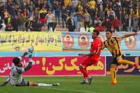 سپاهان اصفهان۴ - پدیده مشهد ۰