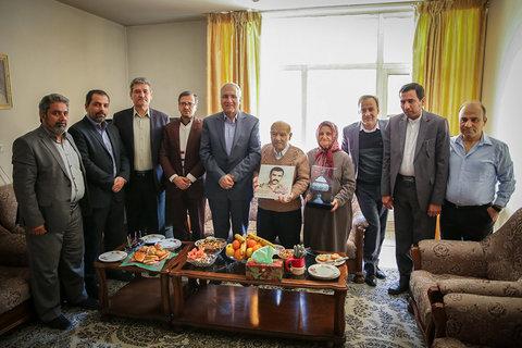 دیدار شهردار اصفهان همزمان با میلاد مسیح و آغاز سال نو میلادی با خانواده شهدای ارامنه- ۸ دی ۱۳۹۶