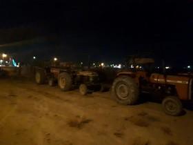 کشاورزان شرق با ۱۰۰ تراکتور به کنار جاده آمدهاند!