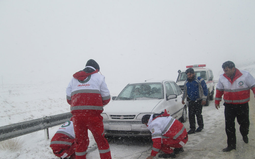 امدادرسانی به بیش از ۳ هزار تن در استانهای متأثر از برف و کولاک