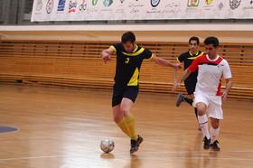 آذری: ورزشکاران نقش مهمی در حمایت از بیماران سرطانی دارند