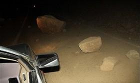 کوه در بلوار جمهوری شیراز ریزش کرد/ تخلیه دو خانه