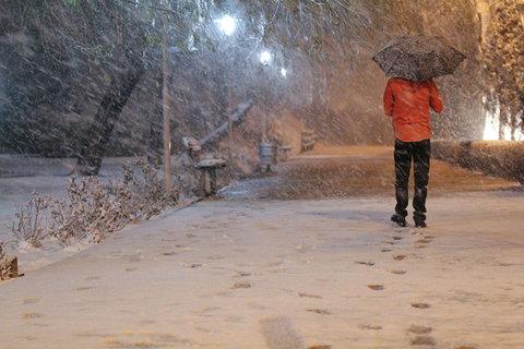 نخستین برف زمستانی در اصفهان