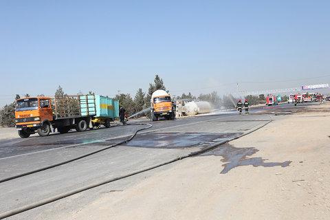 تانکر حامل اسیدنیتریک در کمربندی شرق اصفهان واژگون شد