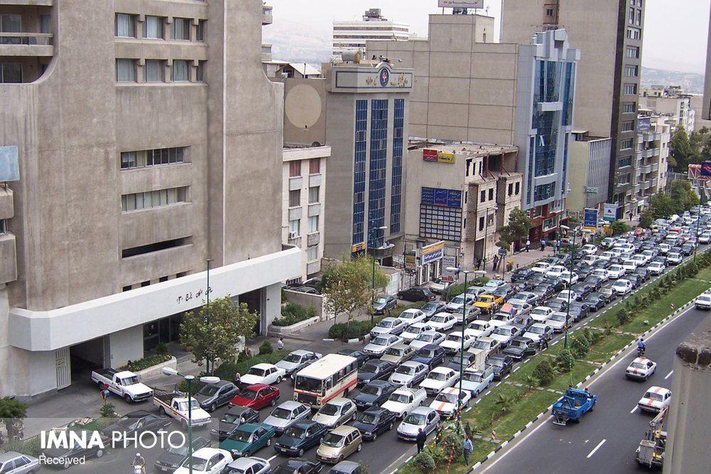 ویترین فروشی در خیابانهای اصفهان اشتباه است