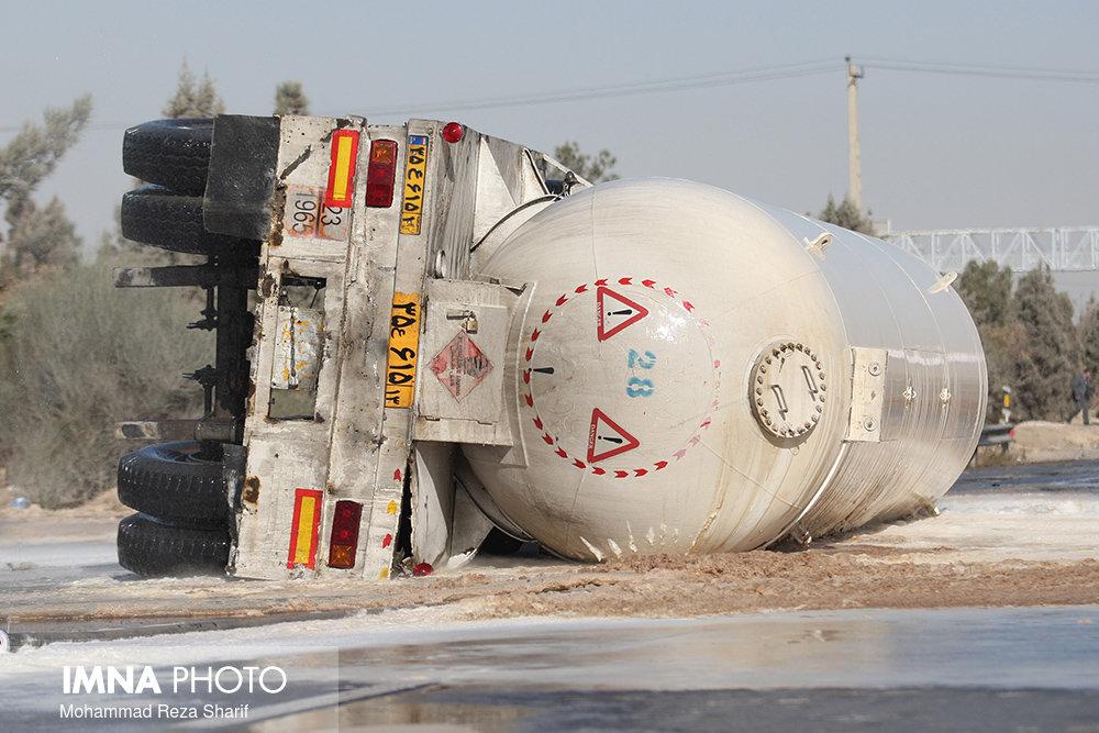 ۲ کشته در حادثه واژگونی تانکر سوخت در محور ساوه - همدان