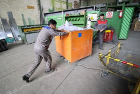 تابلو ها پس از بسته بندی به انبار منتقل ميشود