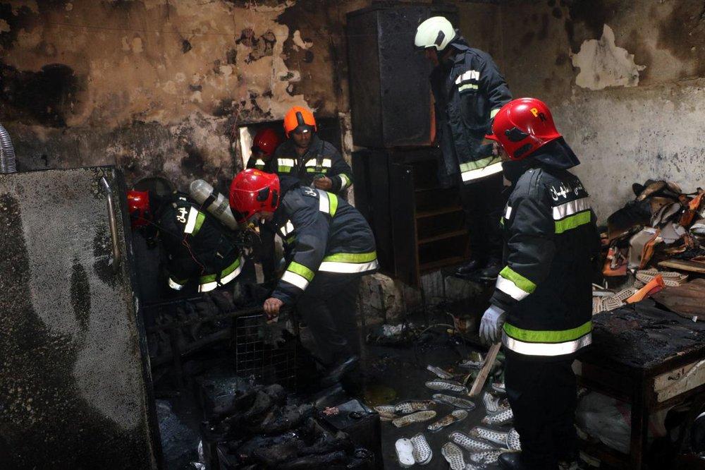 ۸ مصدوم در حادثه آتش سوزی در منزل مسکونی در باغ زیار