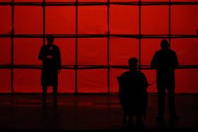 قدمهای لرزان بخش خصوصی در صحنه تئاتر