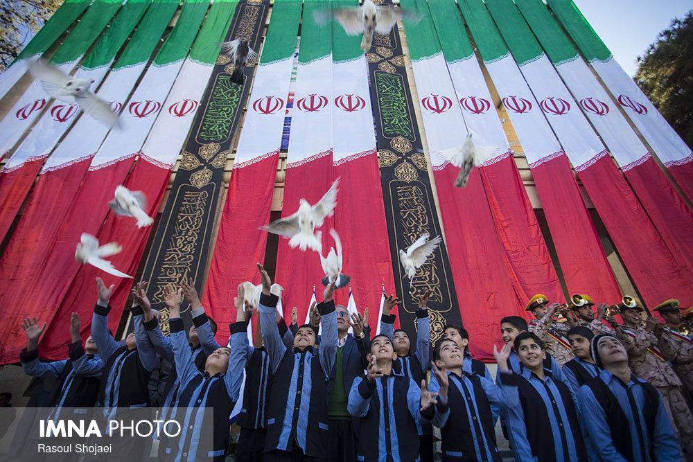 برنامه پرچم اندازان