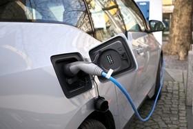 نامه ۱۰۴ نماینده برای کاهش تعرفه واردات خودروهای هیبریدی