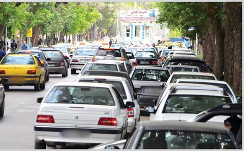 پارکینگها خالی، حاشیه خیابانها مملو از خودرو