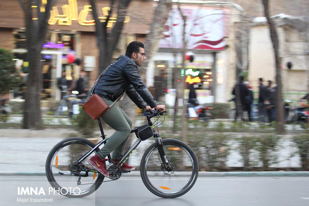 کرمانشاهیان نخستین روز از مهرماه را بدون خودرو آغاز میکنند