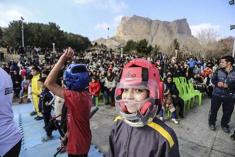 اجرای رشته های ورزشی در کوه صفه عکس