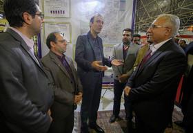 نمایشگاه دهه فجر و حضور مهمان ها درغرفه شهرداری اصفهان