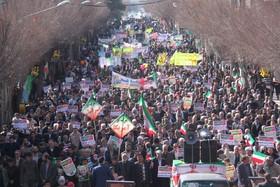 شعار استقلال، آزادی و جمهوری اسلامی از مهمترین دستاوردهای نظام است