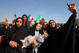 جشن پیروزی انقلاب اسلامی با حضور مردم و مسئولان