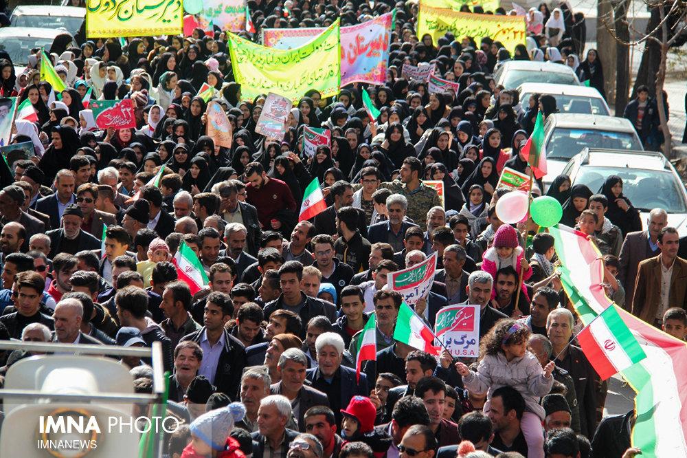 حضورمردم در راهپیمایی ۲۲ بهمن نشان دهنده وفاداری به انقلاب است