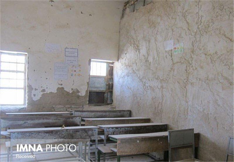 مدارس فرسوده تیران و کرون امنیت دانشآموزان را تهدید میکند