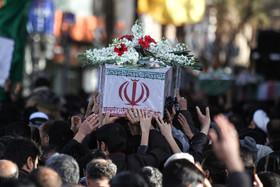 پیکر پدر شهید حسین سلیمیان در زرینشهر تشییع شد