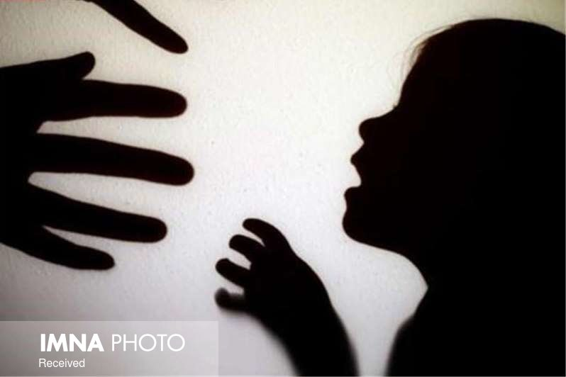 کنترل اجتماعی و جامعهپذیری در کاهش کودک آزاری کمک میکند