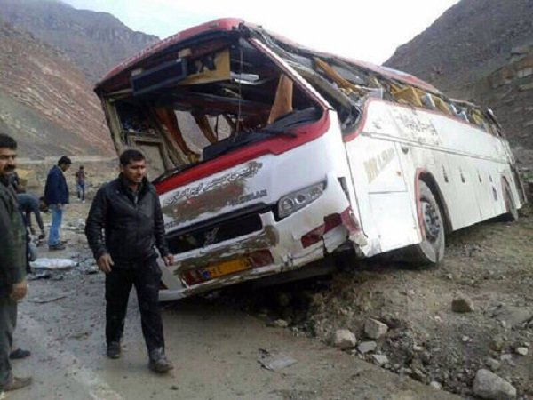 یک کشته و ۱۳ مصدوم براثر تصادف اتوبوس با تریلی در آزادراه قم_کاشان
