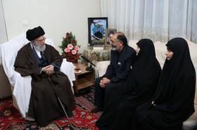 حضور رهبر انقلاب در منزل شهید بایرامی از شهدای ناجا