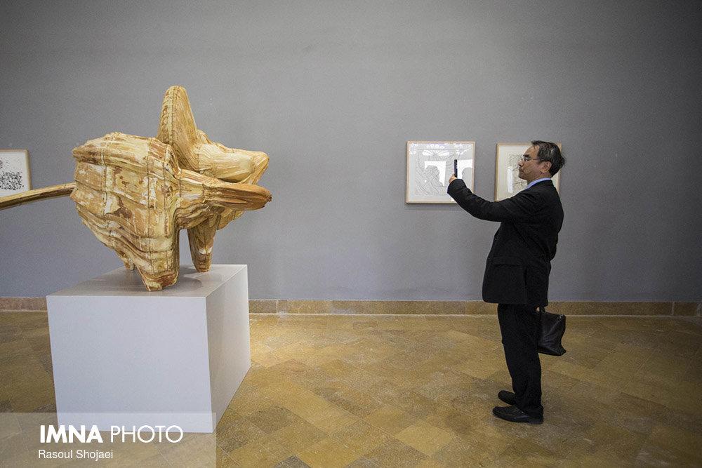 بازدید رئیس موزه شانگهای از موزه هنرهای معاصر اصفهان