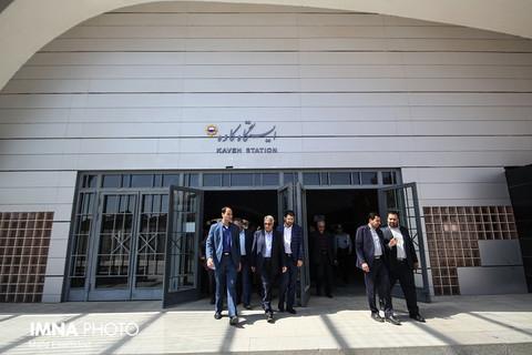 استقبال شهردار اصفهان از مسافران نوروزی