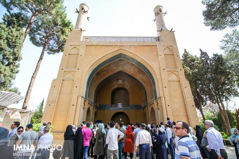 Isfahan's  shaking minarets