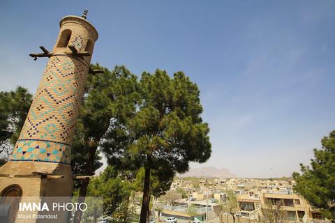بازدید مسافران نوروزی از منارجنبان اصفهان