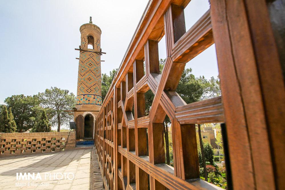 Shaking Minaret