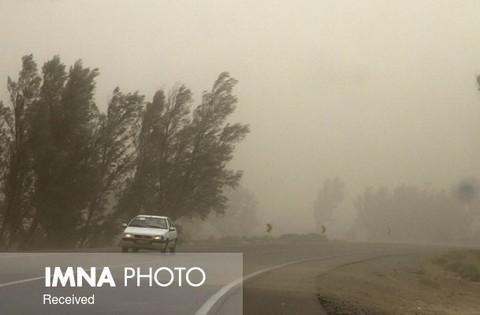استقرار ۳۰ اکیپ پلیس راه در جادههای اصفهان/ وزش باد در مناطق شرقی بیشتر است