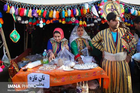 نمایشگاه صنایع دستی ایل قشقایی در روستای کلارتان