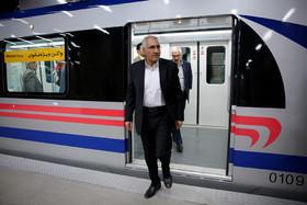 بازدید سرزده شهردار اصفهان از خط یک مترو