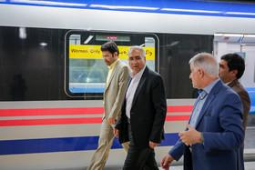 تأکید شهردار اصفهان بر کاهش سر فاصله حرکت در قطار شهری