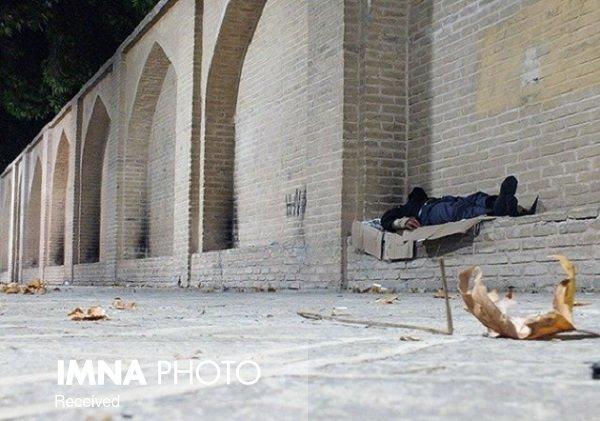 ساز کارتن خوابی در سوز خیابانهای شهر