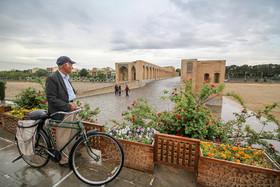باران صورت اصفهان را نوازش داد